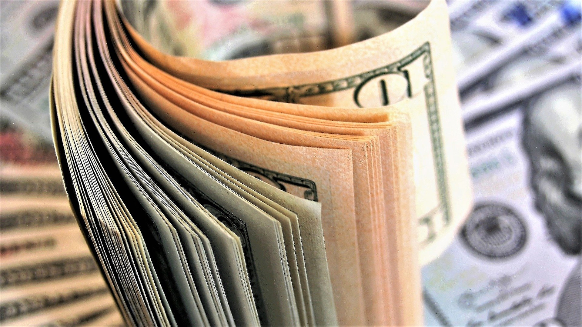 taxa de tranzacționare în valută)